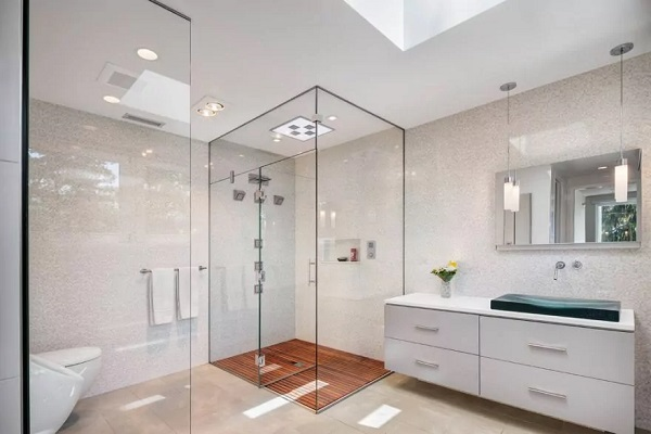 picture of a modern and light bathroom